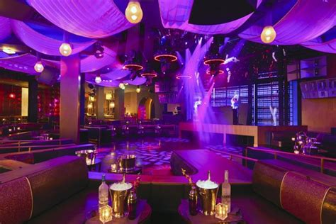Go Behind the Scenes as a Waitress at Marquee - Eater Vegas