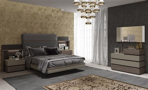 Sophisticated Quality Luxury Bedroom Sets with Padded Bed