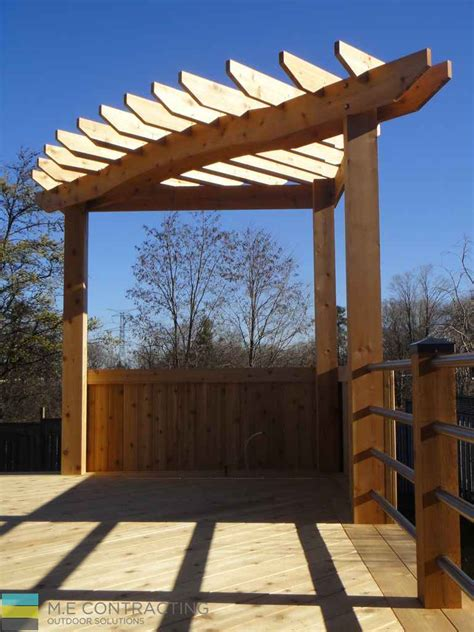 Deck with pergola and stainless steel railings - Toronto